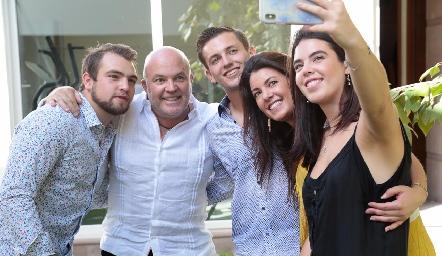 Memo, Memo, Eugenio, Cristina y Cristy Pizzuto.