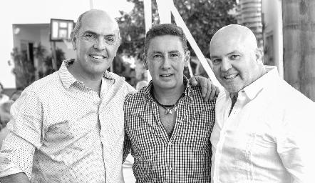 Cali Hinojosa, Víctor Santos y Memo Pizzuto.
