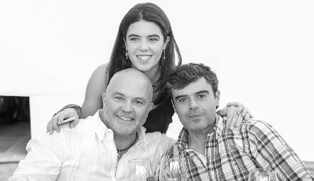 Cristy y Memo Pizzuto con Alfonso Ortiz.