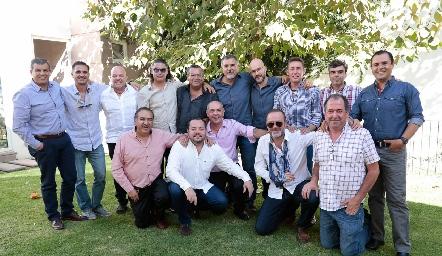 Memo Pizzuto con sus amigos de toda la vida.