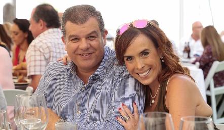 Luis Arturo e Ilenia Estrada.