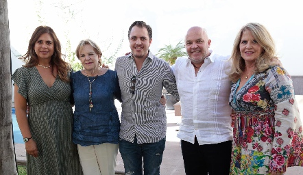 Pily, Lynette, Andrés, Memo y Lynette Pizzuto.