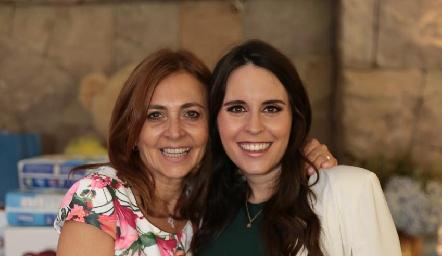 Liliana Botino de Rodríguez con su hija Luciana Rodríguez de Oliva.