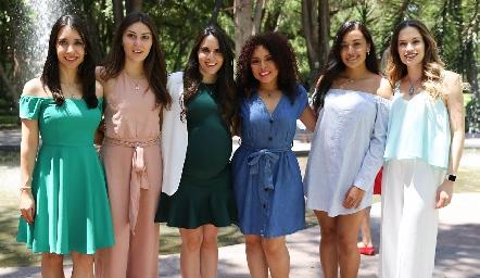 Mariana González, Lili Medina, Luciana Rodríguez, Dafne Madrigal, Saide y Bárbara Portales.