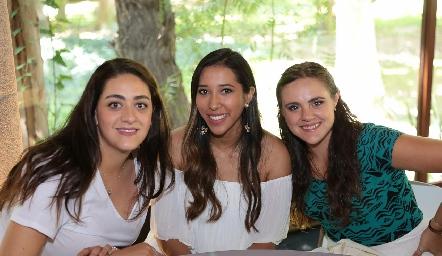 Scarlett Garelli, Pabola Govea y Lucy Santos.