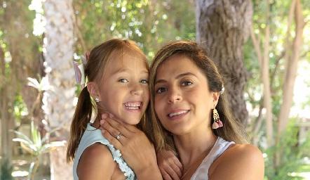 María Inés y Fernanda Torrescano.