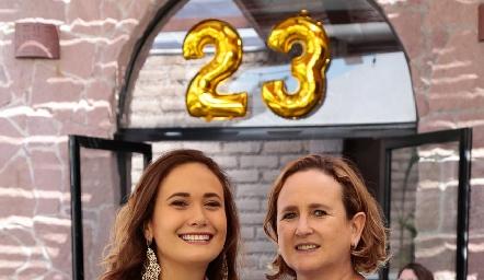 Sofía Loredo con su mamá, Sofía Martín Alba.