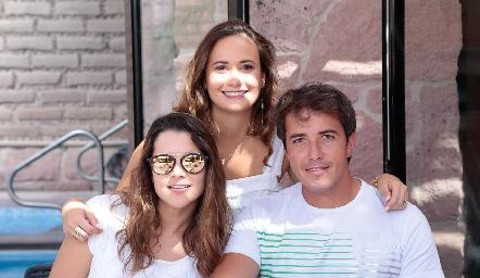Sofía con Jessica Martín Alba y Javier Meade.