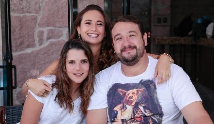 Sofía con Jessica Martín Alba y Andrés Díaz.