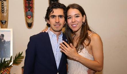 Memo Gómez y Michelle Cano se comprometieron.