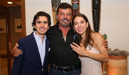Memo Gómez, Toro Gómez y Michelle Cano.