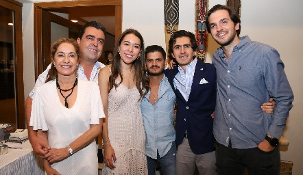Patricia Gaviño, Javier Gómez, Michelle Cano, Óscar Cabrera, Memo Gómez y Eduardo Torre.