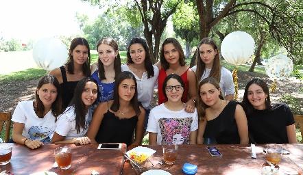 Ánika, Fer, Alexa, Pau, Joaquina, Vale, Marina, Carlota, Lorenza y Lorenza.