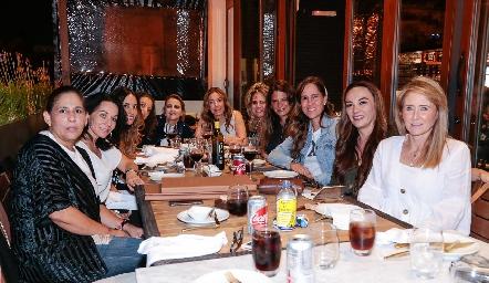 Anna Astrid celebró con sus mejores amigas su cumpleaños.