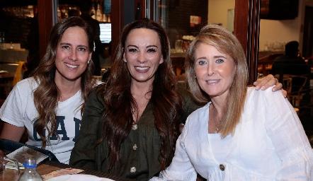 Adriana Pedroza, Erika Ramírez y Sandra Revilla.
