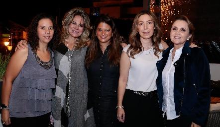 Majo González, Sofía Romero, Chelito Padrón, Anna Astrid Navarro y Anabel Gaviño.