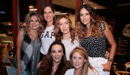 Sofía Romero, Adriana Pedroza, Anna Astrid Navarro, Liliana Soto, Erika Ramírez y Sandra Revilla.