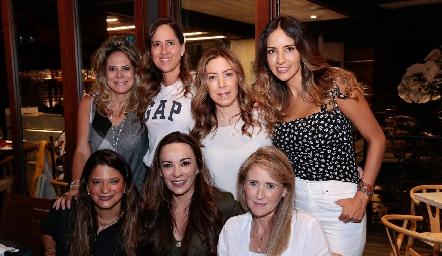 Sofía Romero, Adriana Pedroza, Anna Astrid Navarro, Liliana Soto, Chelito Padrón, Erika Ramírez y Sandra Revilla.