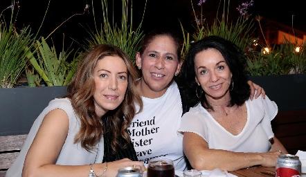 Anna Astrid Navarro, Adriana Rodríguez y Adriana Espinosa.