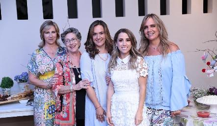 Maru, Coquena y Gabriela Bárcena, la novia Ana Gaby Ibarra y Ana Clara Bárcena.