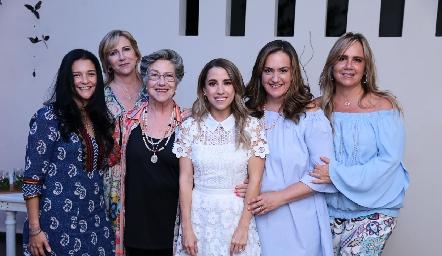 Ana Tere, Maru, Coquena, Gabriela y Ana Clara Bárcena con Ana Gaby Ibarra.