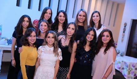 La novia con sus amigas.
