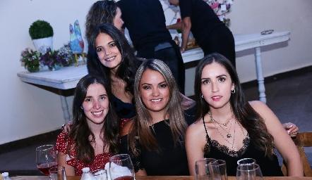 Fer Camargo, Sofía Guevara, Patricia Arias y Daniela Castro.