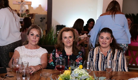 Mónica González, María Elena y Lupita Rivera.