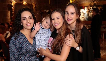 Ale con Ángeles Labastida, Laura Cadena y Ángeles Mahbub.