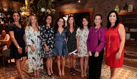 Mely, Claudia y Maru Mahbub, Ale Zepeda, Elsa de Mahbub, Beatriz Rojas, July y July Mahbub.