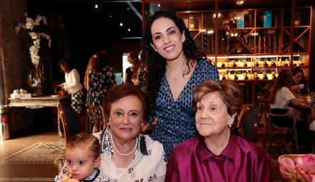 Maruca Flores, Ale Zepeda y Carmelita Díez Gutiérrez.
