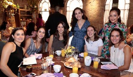 Eugenia Musa, Lore Andrés, Catalina Abud, Ale Zepeda, Tere Ledezma, Isa Torres y Olga Rojas.