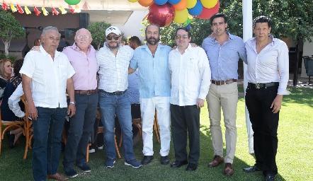 Óscar con sus amigos, Carlos Díaz de León, Neto Martínez, Carlos Díaz de León, Alfonso de la Barrera, Manuel Labastida y Gabriel Zárate.