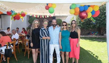 Mónica, Mónica, Óscar, Monse y Marcela Torres.