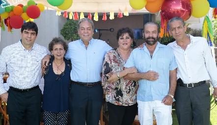 Hermanos Torres Corzo, Luis, Carmelita, Carlos, Paty, Óscar y Ricardo.