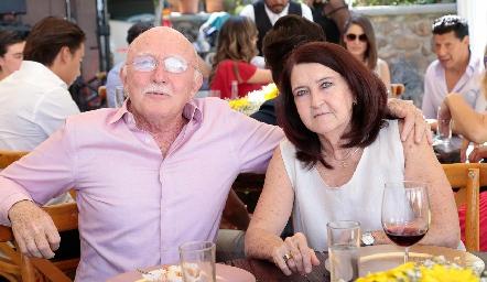 Neto Martínez y Verónica Hernández.