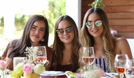 Valentina Díaz, María José Valle y Susy Levenez.