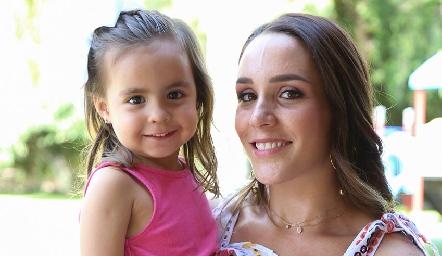 Pía y Ximena Castillo.