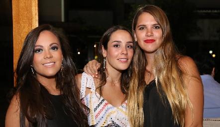 Daniela Echenique, Ximena Castillo y Ana Sofía Solana.
