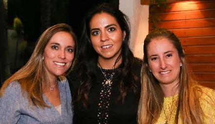 Daniela Llano,  María Fernanda Castillo y María José Andrés.