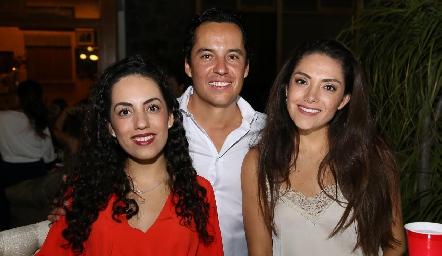 Ale Zepeda, Luis de la Rosa y Paola Zepeda.