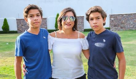 Pablo, Mari Tere Cadena y Andrés.