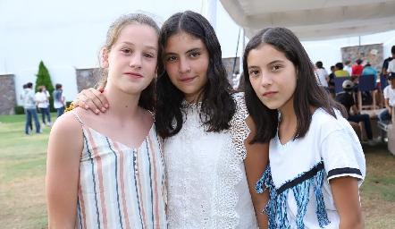 Mariana, Connie y María.