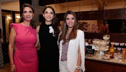 Lourdes Vázquez de Álvarez, Sofía e Isa Álvarez.