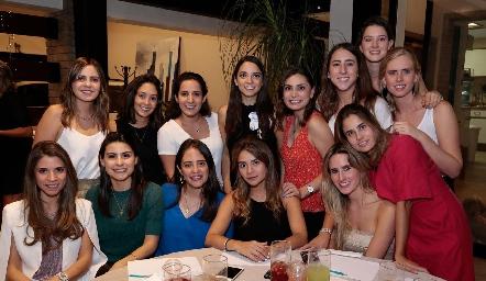 Sofía con sus amigas.