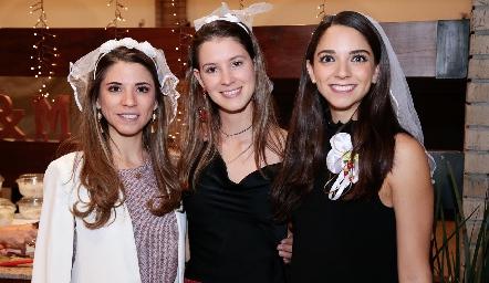 Isa Álvarez, Regina Mendizábal y Sofía Álvarez.