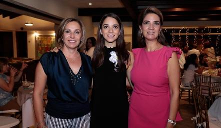 Bety Lavín, Sofía Álvarez y Lourdes Velázquez de Ávarez.