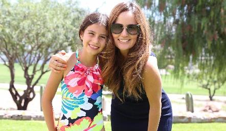 Vale y Paulina Quiroz.