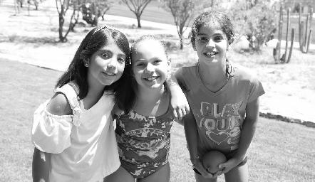 Pau, Michelle y María Paula .