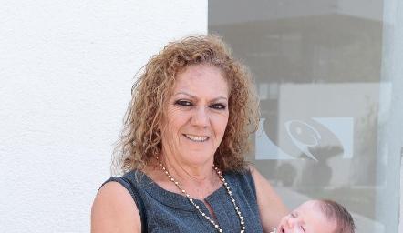 Carmen Rocha con Sofía.